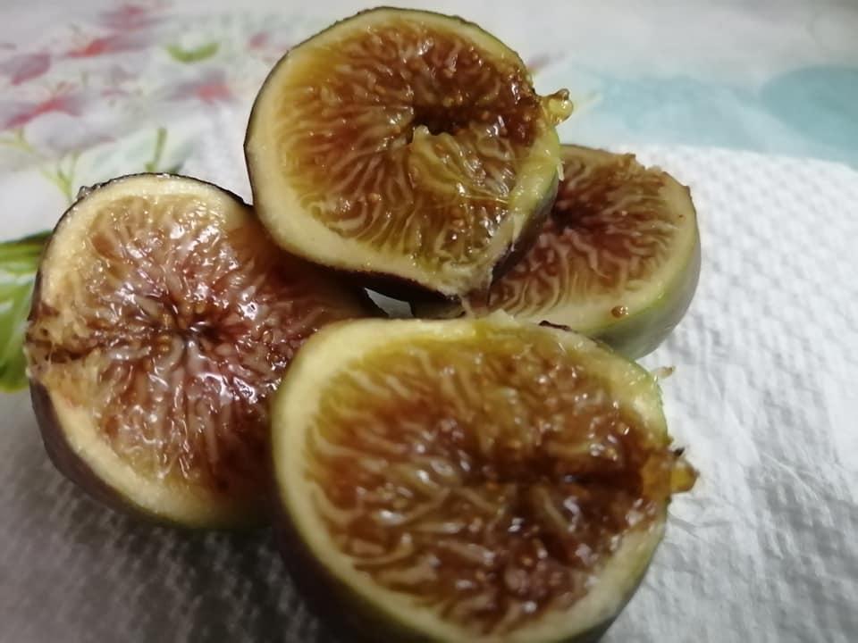 I buonissimi frutti del fico vengono mangiati sia freschi che secchi e si usano in tantissime ricette.