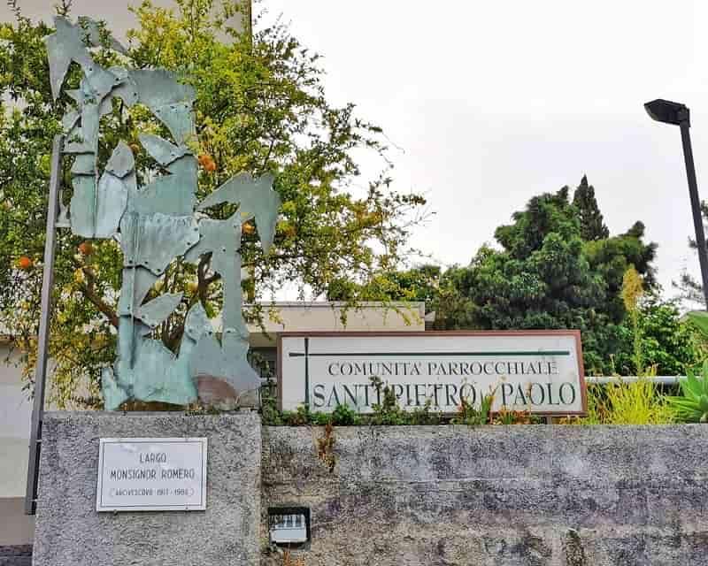 Foto Chiesa San Pietro e Paolo Targa D'Ingresso