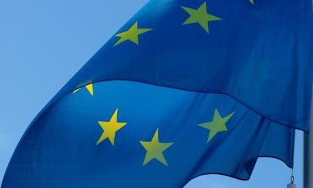 Bandiera blu con le stelle dell'Unione Europea- Foto: Pixabay