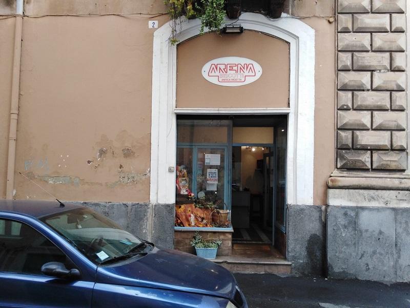 Biscotti della Monaca: lo storico negozio Arena- Foto: Filadelfo Cavaleri