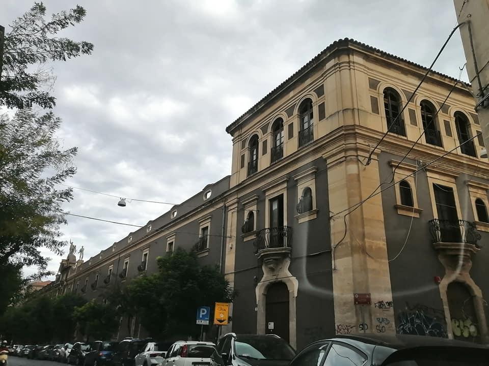 Veduta della struttura dell'ex centro Espedia, nato come cinema in epoca fascista, divenuto poi arena cinematografia e sede del centro popolare Expedia. Oggi è polo didattico dell'Unict