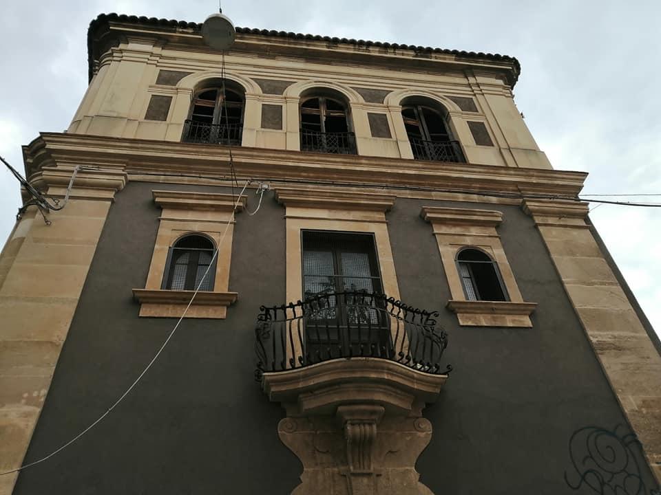Dettaglio della facciata del centro esperia dopo i lavori di restauro, ripristino e riqualificazione dell'edificio.