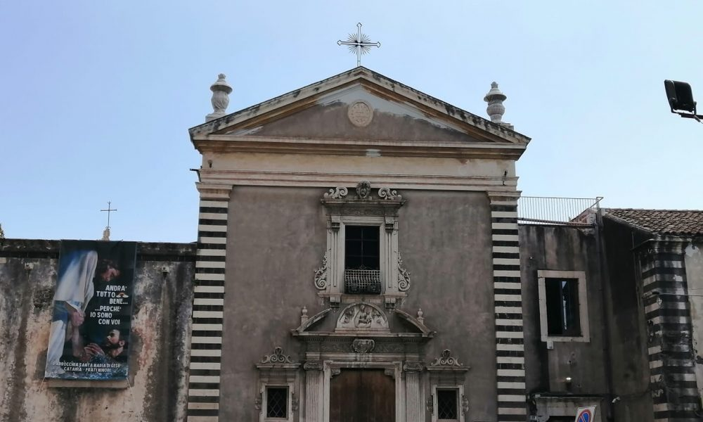 una delle chiese più suggestive e belle della città etnea, un luogo ricco di storia e bellezze artistiche custodite al suo interno.