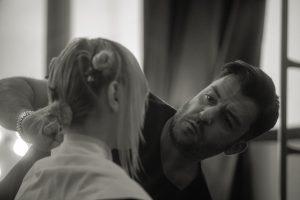 Toni Pellegrino durante uno backstage - Foto: concessione staff