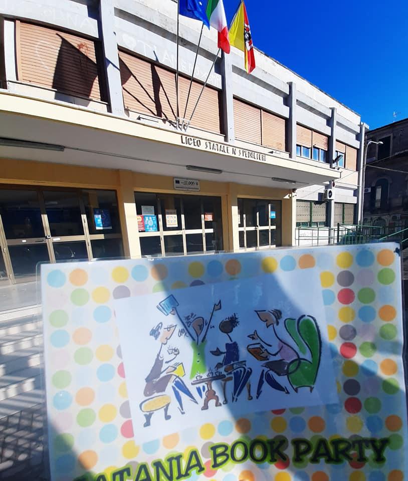 """""""La cultura è di tutti!"""" questo il principio cardine che alimenta Catania Book Party che collabora fattivamente con gli studenti del Liceo Classico Spedalieri di Catania."""