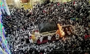 La Festa di Sant'Agata si anima grazie alle vesti, alle preghiere, alle grida di tutti i devoti che la seguono incessantemente nei giorni e notti difesta