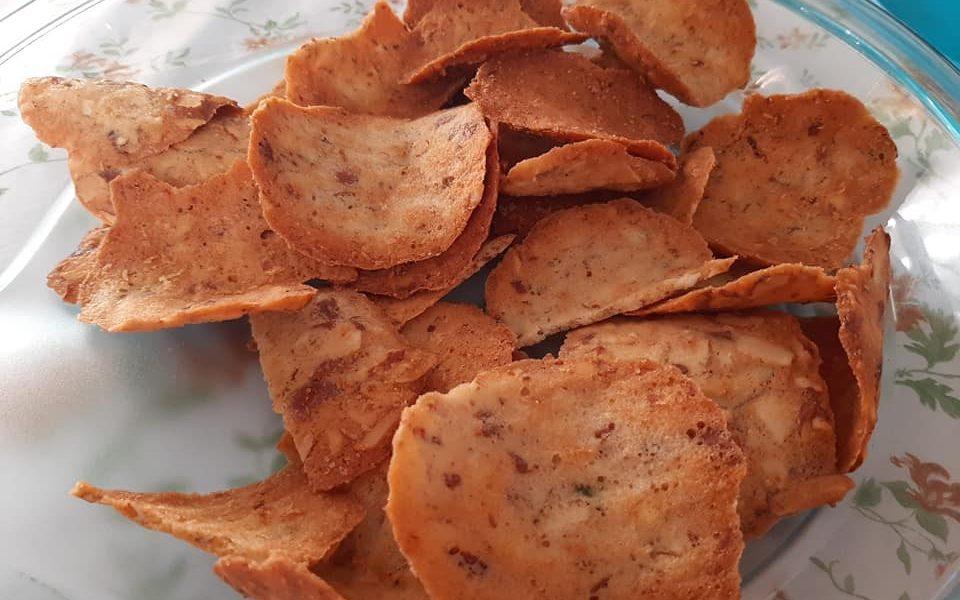 La cittadina di Zafferana Etnea vanta una lunga e apprezzata tradizione legata alla produzione artigianale di dolci tipici siciliani tra cui spiccano le famose Foglie da tè