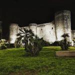 Il nuovo prospetto di Castello Ursino valorizzato con un'efficace illuminazione artistica