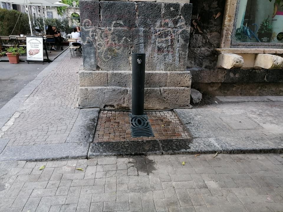Tra i nuovi arredi urbani anche la fontanella in via Crociferi.