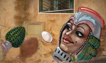 Pigne di Sicilia in street art. Foto di: Wall art in the Baroque pottery city Caltagirone in Sicily, Italy by www.ralfsteinberger.com is licensed under CC BY 2.0