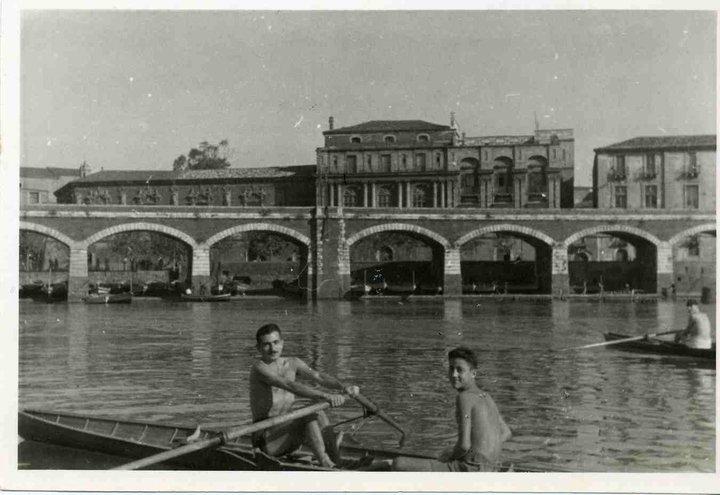 Archi Della Marina nel 1937.Nel 1930 nasce il piazzale Crispi e il mare comincia via via ad essere prosciugato.
