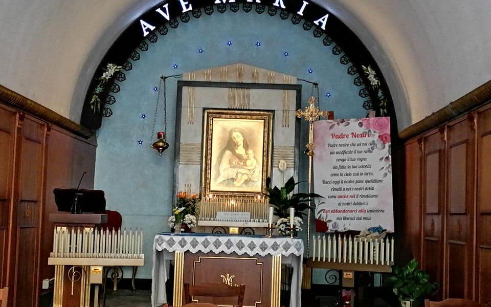 Santa Maria Delle Grazie è venerata in una cappella a pochi passi dal duomo, dalla casa di Verga e dal Fortino, via Vitt. Emanuele e via Garibaldi