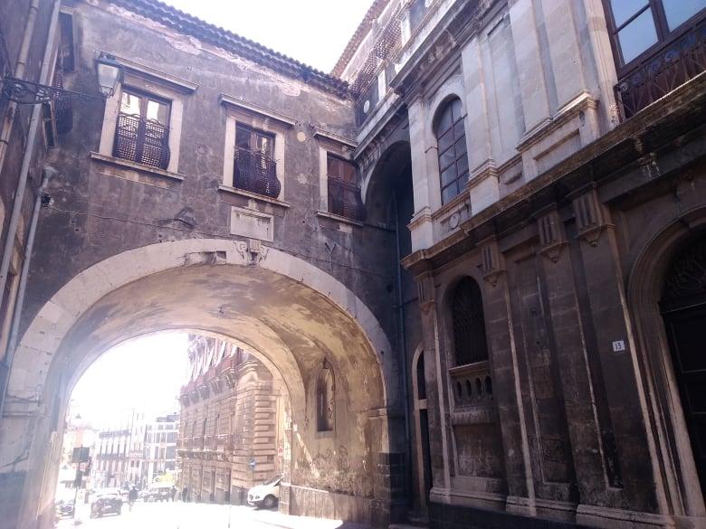 Storia di una capinera: arco di san Benedetto, punto di riferimento per varie scene del film