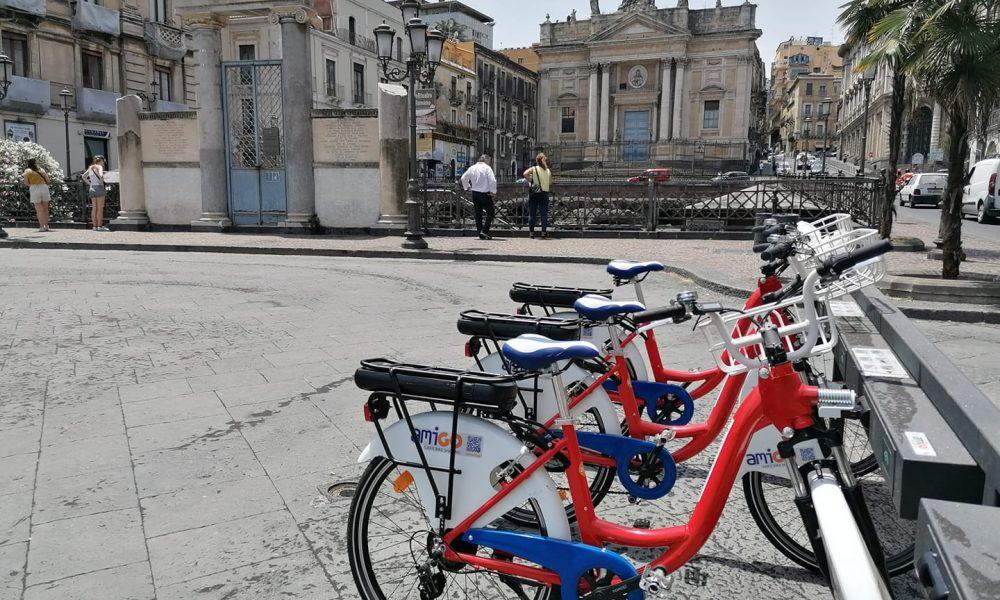 Bike Sharing, dissuasori, piante, cactus, panche abbelliscono il sito storico