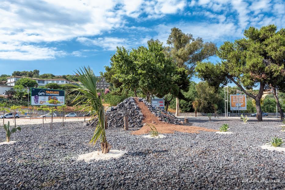 tra le nuove inaugurazioni la rotonda di San Nullo con la particolare installazione del vulcano Etna