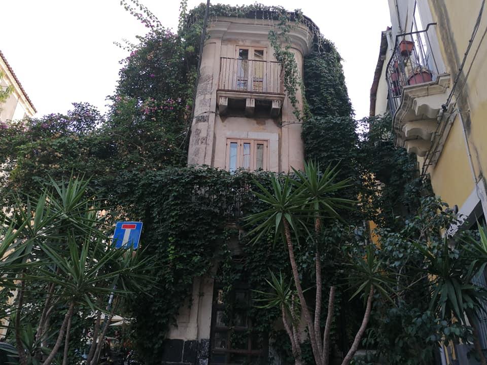 Il caratteristico Palazzo Stidda, edificio unico e particolare nel cuore del centro storico catanese.