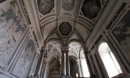 Scalone monumentale del monastero dei Benedettini spesso paragonato alle scalinate dì'ingresso dei palazzi reali di Caserta e Versailles