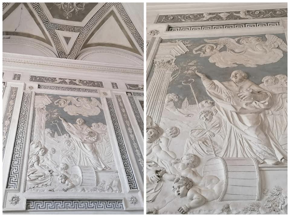 San Nicola, il santo a cui i benedettini catanesi dedicarono il loro monastero, protagonista degli stucchi dello scalone monumentale  lato sinistro del monastero dei Benedettini di Catania