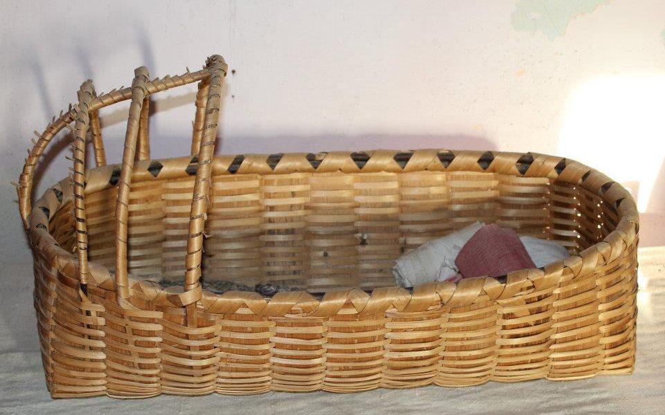 Il parto: a naca, la culletta di un tempo