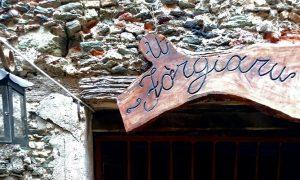 Conflenti Superiore é un borgo piccolo che si trova immerso nella natura.