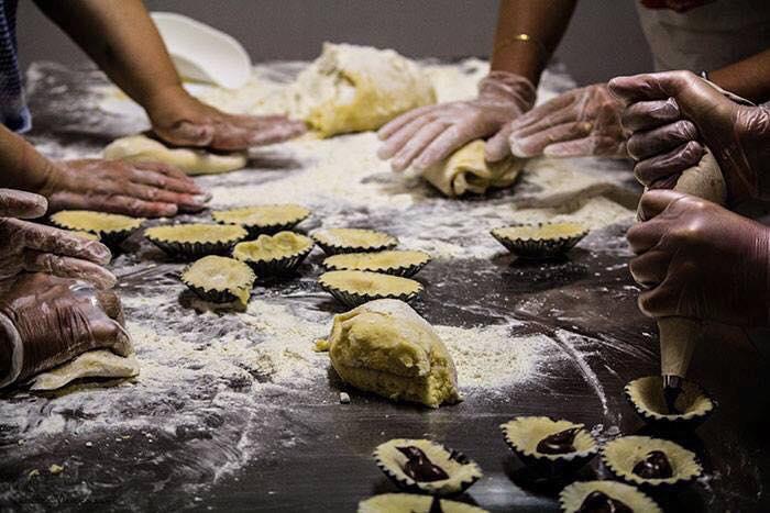 Buccuotti: donne preparano questo dolce tipico