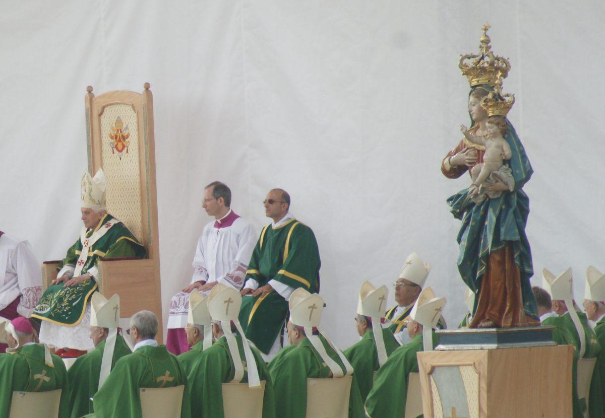 Santuario: La Vergine Di Visora Sull'altare Del Papa