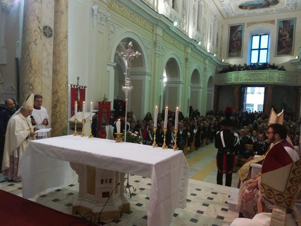 Vescovo Cantafora Saluta Cardinale Sarah