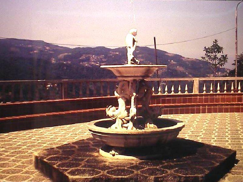Piazzatta Pontano. lo zampillo centrale