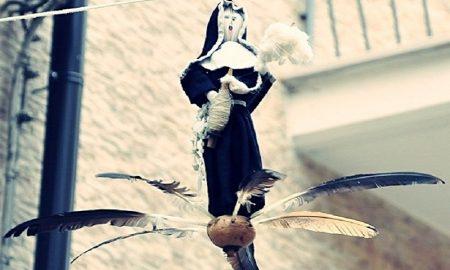 La Corajisima. La bambola vestita di nero.