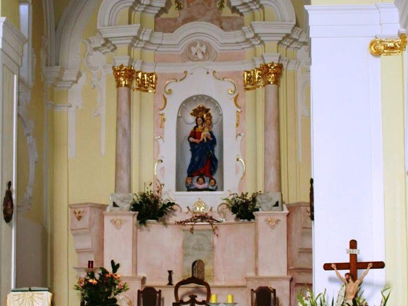 chiesa del loreto: la statua nella chiesa
