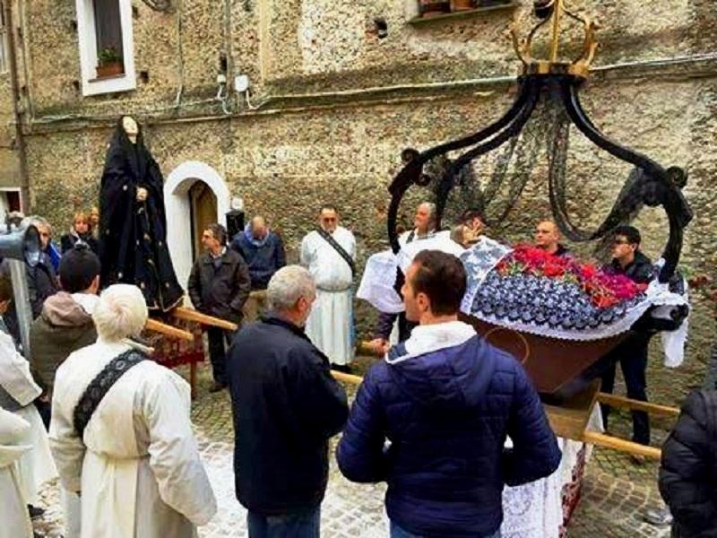Riti Religiosi. L'addolorata e la varetta in processione