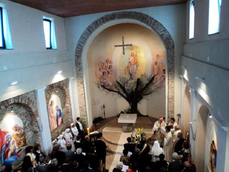 Sette Giugno: interno della chiesa