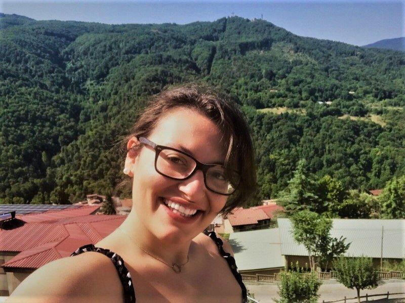 Veronica Carullo, con la Querciola sullo sfondo