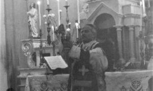 Don riccardo Durante La Messa