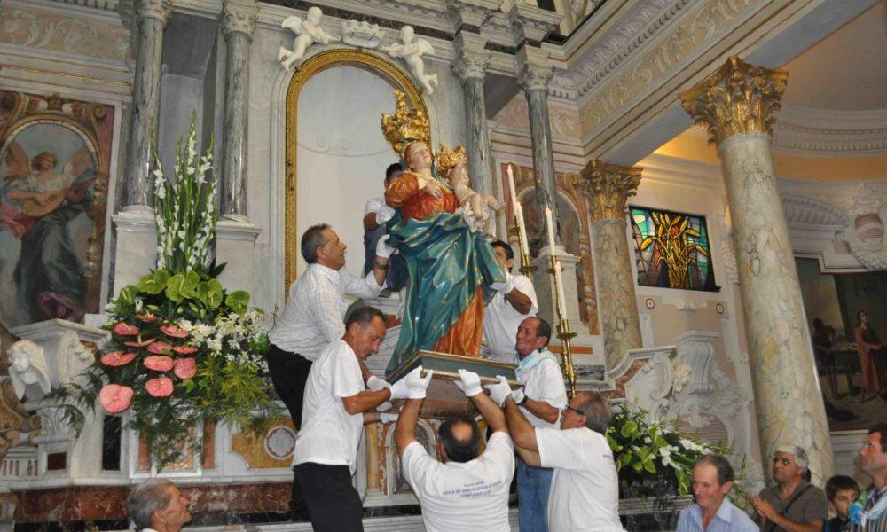 Luni a Madonna: la salita della statua