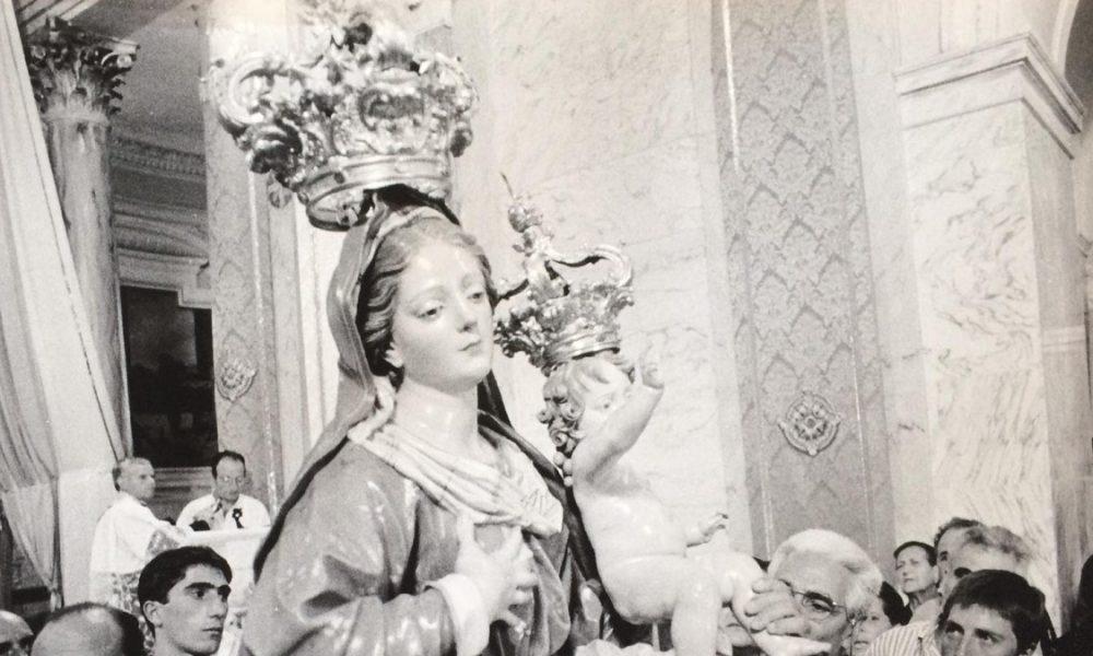 Statua In Bianco E Nero