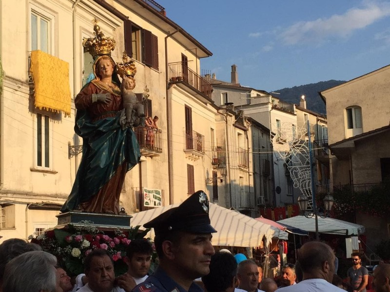 Statua In Processione
