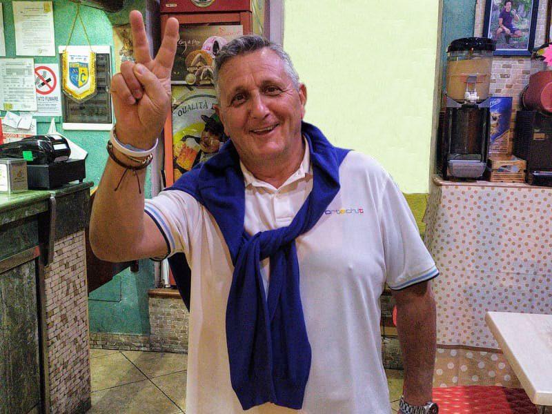 Tonino Palermo: saluta nel bar centrale