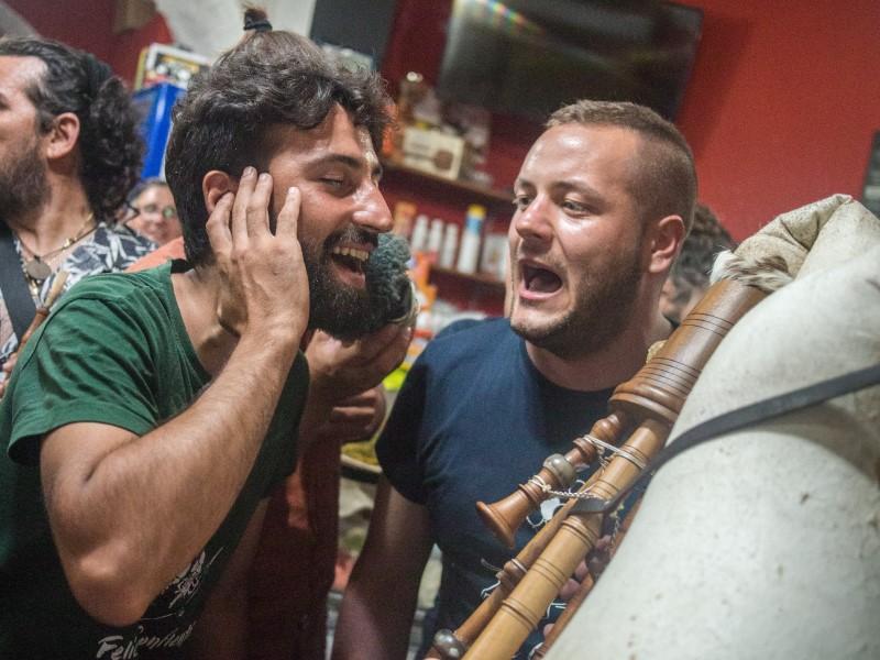 Marsiglia: Alessio e Giuseppe che cantano