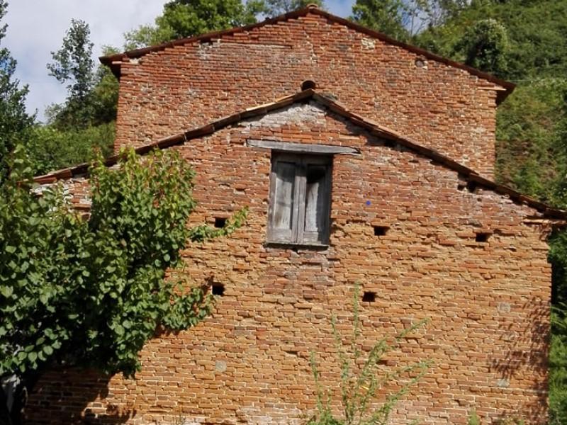 Castagnara: la struttura per l'essicazione delle castagne