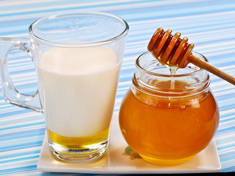 rimedi naturali: Latte Caldo E Miele