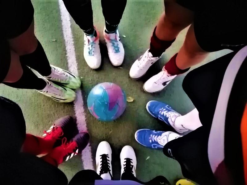 calcio a 5 femminile: ragazze in campo