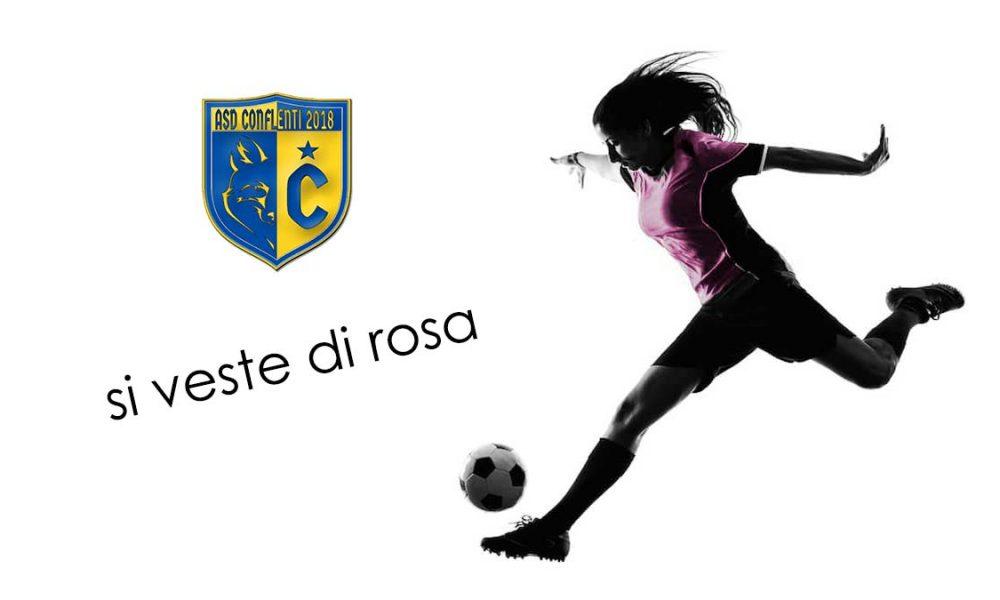 calcio a 5 femminile: ragazza gioca a pallone