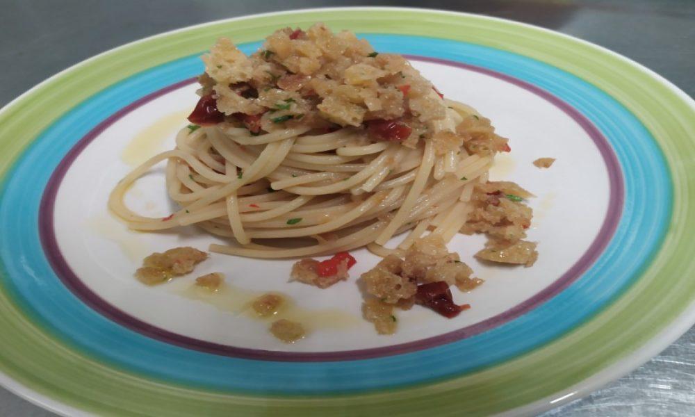 Spaghetti e mollica di pane