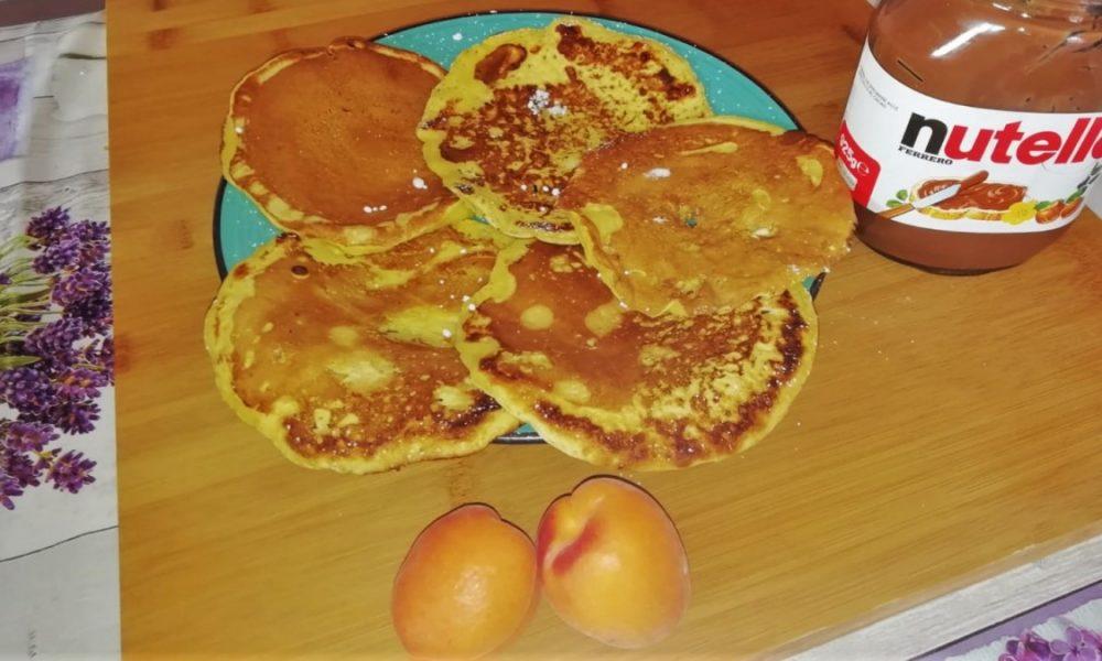 Pancakes con nutella e albicocche