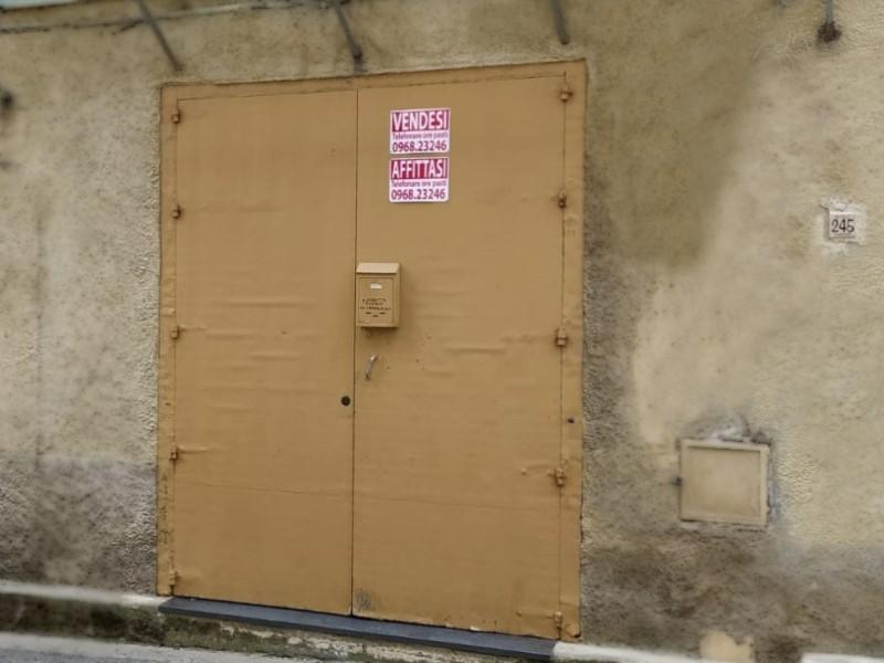Salone di mastru Geniu ormai chiuso