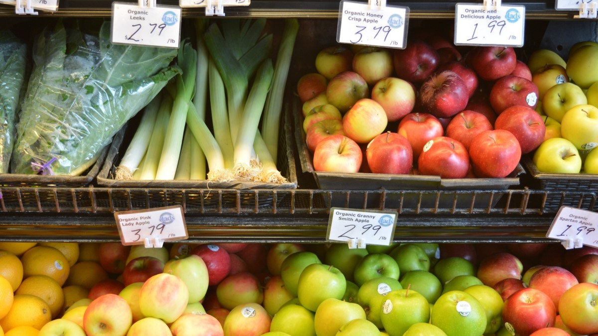 Alimentari marotta giuseppe: espositore frutta