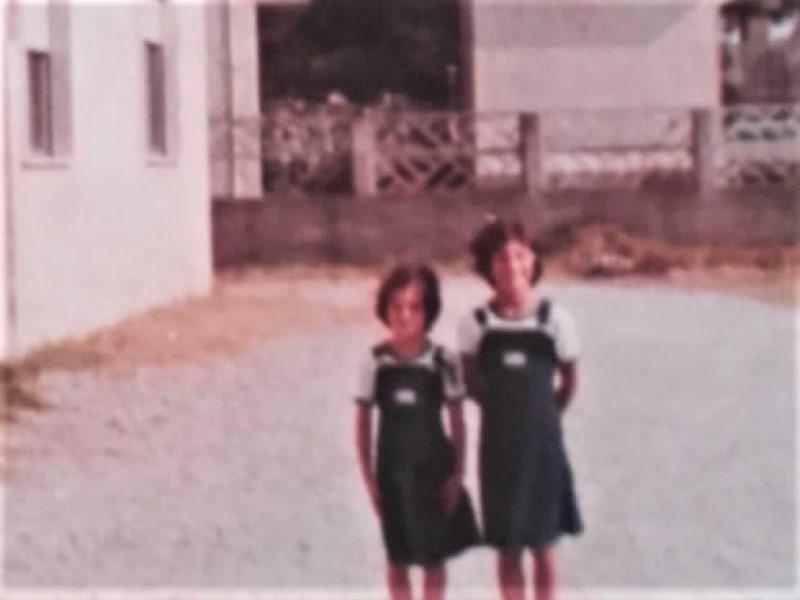 Colonie Estive: due ragazze in divisa