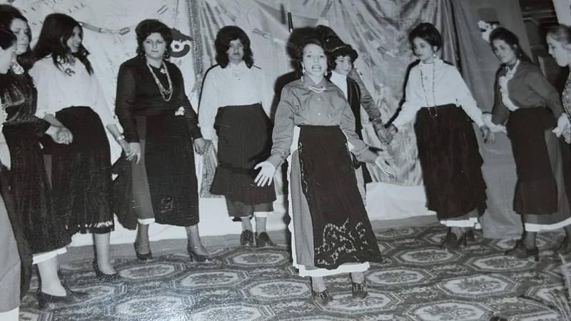 Gruppo Folkloristico: Ragazze durante un'esibizione