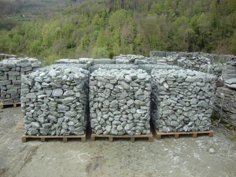 Blocchi di pietra verde